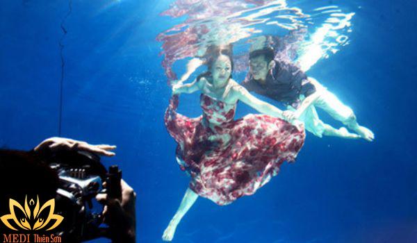 Trang phục khi chụp ảnh cưới dưới nước