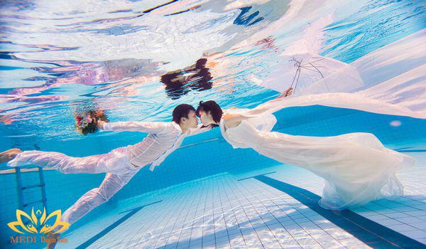 Ý tưởng chụp ảnh cưới dưới nước
