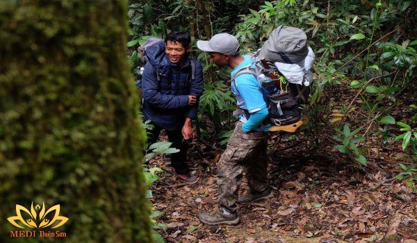 Mặc gì khi trekking cực phê cùng MDEI Thiên Sơn