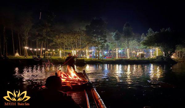 Khám phá hồ Ngoạn Sơn trogn tour du lịch cho học sinh tiểu học