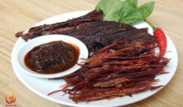 Ẩm thực dân tộc Thái Ba Vì- thịt trâu gác bếp